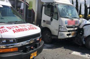 """תאונת הדרכים בצומת עכו-עין המפרץ (צילום: ליאור פייגין תיעוד מבצעי מד""""א)"""