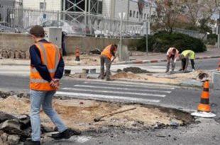 עובדים בכביש. חלוצי התעשייה (צילום: עצמי)