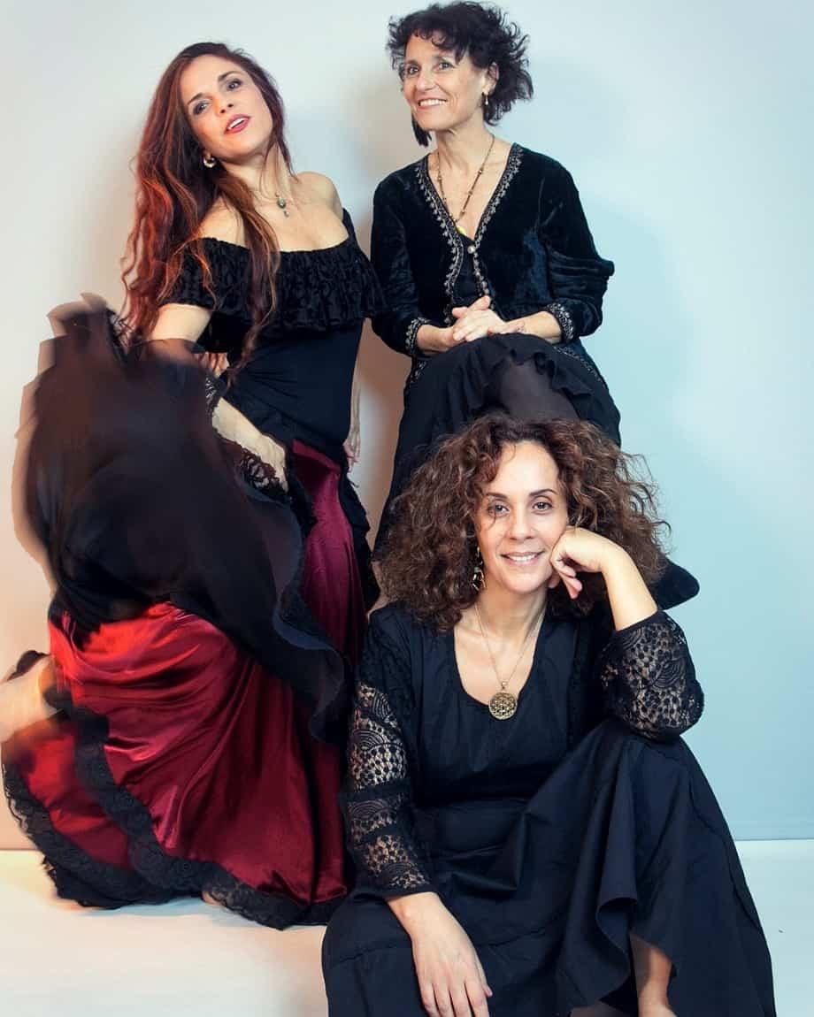 שלוש בנות אנחנו. מימין: אלהיה אייל מור, שרון בן צדוק (יושבת), סיגל זיו. צילום: חיים קמחי