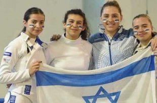 הסייפות מכבי מעלות: ניקול פייגין, ורה קנבסקי וניקול גברילקו במדי נבחרת ישראל צילום: איגוד הסיף
