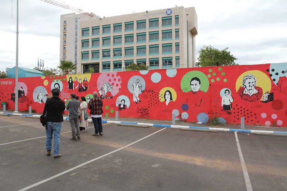 קיר הגיבורות בחדרה צילום: קרן אידלזון