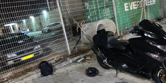 פרץ את הגדר לתחנת המשטרה (צילום: דוברות חוף)