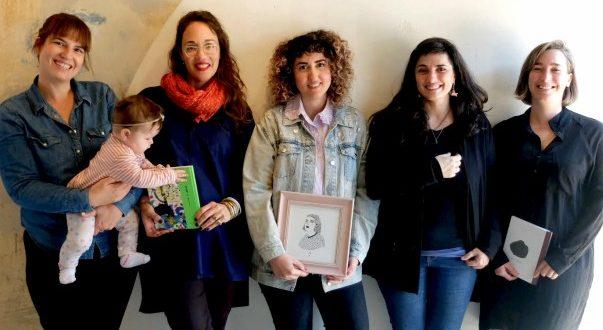 מימין: נורה פורת, איילת גד, שירלי מוניהון, ענת מגל, רחלי שלו ורמה התינוקת (צילום: אביטל שוץ)
