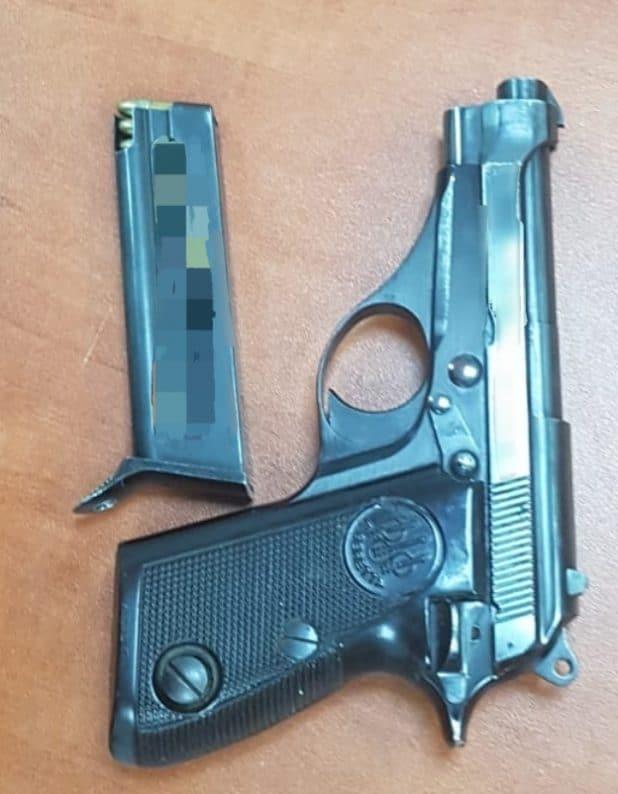 האקדח שנחטף ממאבטח בקרית מוצקין. צילום: דוברות המשטרה