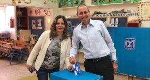 יצאו להצביע שמעון ודורית לנקרי צילום: יגאל סויסה