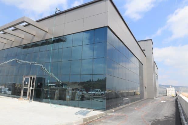 המפעל שהולך ומוקם בציפורית (צילום עצמי)