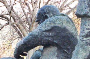 משואה לתקומה פסלו של ניקי אמבר בכניסה הראשית של כרמיאל