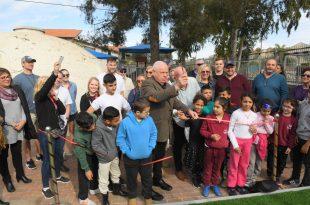 ראש העיר רונן פלוט חונך את הגן החדש (צילום ישראל פרץ)