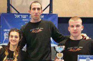 הכי טובים בארץ. המאמן אלכס דר (במרכז) עם חדאד וקובטונוב