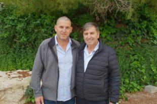 מימין: דני עטר ואסיף איזק (צילום: אבי ברומברג)