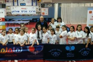 קרינה אדמסקי במפגש עם השחקניות הצעירות של המועדון
