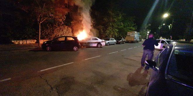 הניידת בלהבות   צילום: דוברות המשטרה חוף