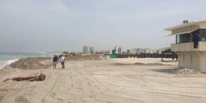 חלקים מהחוף סגורים לסירוגין. החזרת החול | צילום: דוברות עיריית חיפה