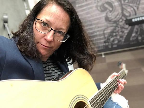 קרן והגיטרה