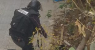 חבלן המשטרה מנטרל את המטען. צילום: דוברות חוף משטרת ישראל