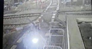 האופנוע פורץ את המחסום | צילום: רכבת ישראל
