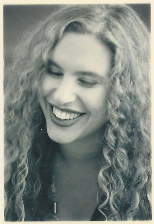 נערה צעירה בקרית מוצקין | צילום: אלבום משפחתי