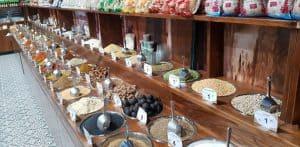 יותר מ-200 סוגים של תבלינים טריים וריחניים. שוקה בעיר | צילום: יח