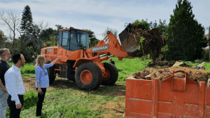 נקיון פסח במושבה - מהעבודות (צילום: מועצת פרדס חנה כרכור)