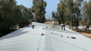 בית ספר הנדיב בבנימינה תיקון הגג (צילום: מועצת בנימינה גבעת עדה)