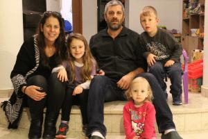 חגי ורוני רוסנק עם ילדיהם (צילום: פרטי)