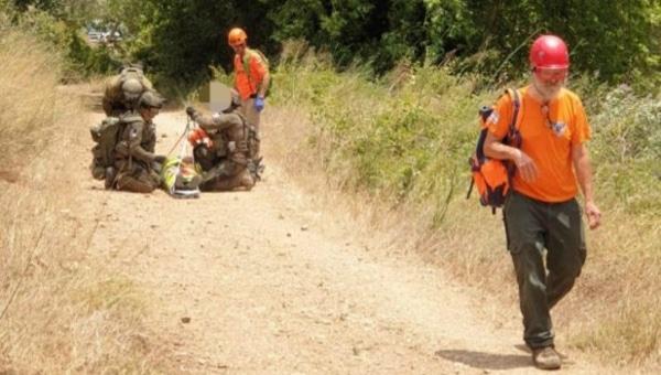 חילוץ מטיילת בנחל כזיב צילום: דוברות משטרת ישראל