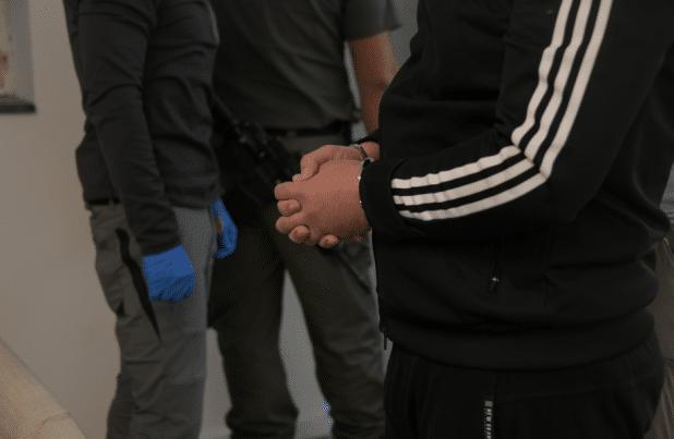 מעצר חשוד בפריצה צילום: דוברות המשטרה
