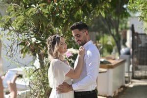 נישאו בחצר ביתם. ויקטוריה ודותן (צילום לירוי דרור ואביעד זמיר)