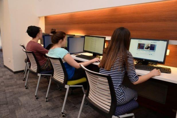 סטודנטים בספריית המכללה האקדמית צפת צילום יוני לובלינר