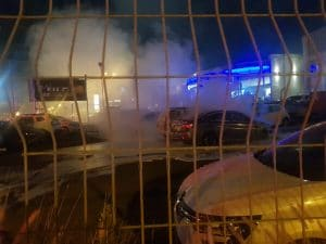 שריפה במגרש מכוניות | צילום: דוברות כיבוי והצלה