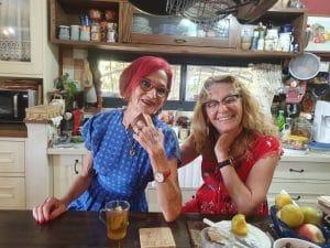 חננה פאר (מימין) ודבורה קמינר\ צילום: איילת קדם