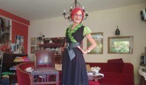 דבורה קמינר בבגד של חננה פאר | צילום: איילת קדם