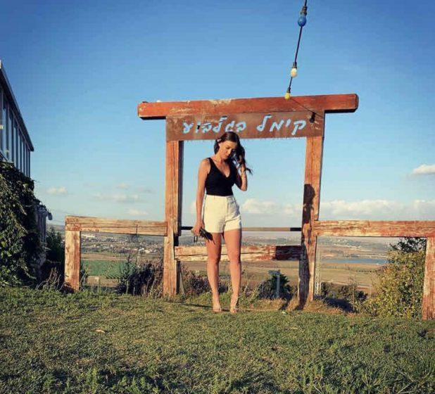 אליה לוינסון בפוזה של דוגמנית (צילום עצמי)