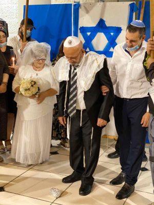 אף פעם לא מאוחר מדי. בני הזוג בחתונתם (צילום סבטה גוטפריד)