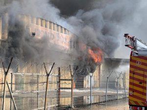 התחדשות השריפה באזור התעשייה הדרומי של עכו | צילום: כיבוי אש