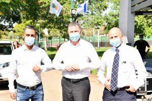 כהן (משמאל) יחד עם שר הבריאות אדלשטיין וראש העיר אלקבץ. צילום: עצמי