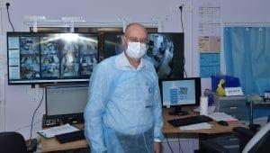 מנהל המרכז הרפואי, פרופ' ברהום, במחלקת כתר מונשמים | צילום: אלי כהן