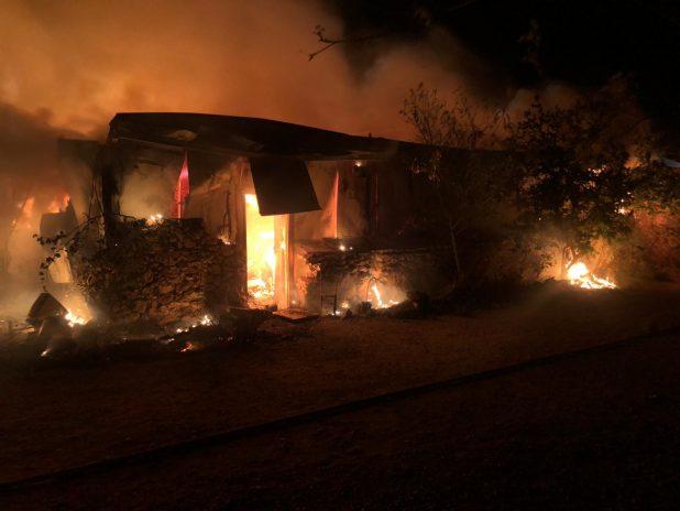 שריפה ביישוב מנות | צילום: כיבוי אש