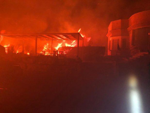 שריפה פרצה ביישוב מנות | צילום: כיבוי אש
