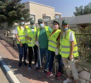 מתנדבים. עובדי בנק דיסקונט בשטח (צילום עצמי)