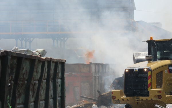 שריפת פסולת פיראטית בקרית אתא   צילום: המשרד להגנת הסביבה