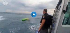 חילוץ בעומק הים מול חופ חיפה | צילום: דוברות המשטרה