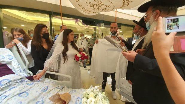 חתונה ליד מיטת האם \ צילום: דוברות בית החולים