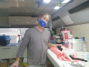 יאיר גרשקוביץ במהלך ניתוח \ צילום: איילת קדם