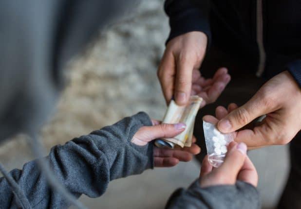 סמים מחליפים ידיים \ צילום: אילוסטרציה