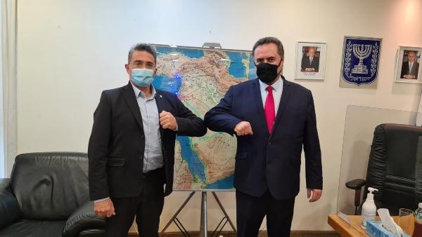 ראש העיר כרמיאל משה קונינסקי עם שר האוצר ישראל כץ | צילום: דוברות עיריית כרמיאל