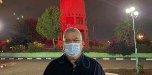 ראש עיריית מגדל העמק אלי ברדה ומגדל המים המואר. צילום: דוברות העירייה