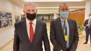 ראש העיר שמעון לנקרי וראש הממשלה נתניהו   צילום: דוברות עיריית עכו