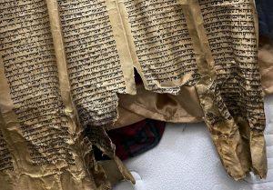 דפי תורה בני 450 שנה נמצאו בבית בירכא   צילום: דוברות המשטרה