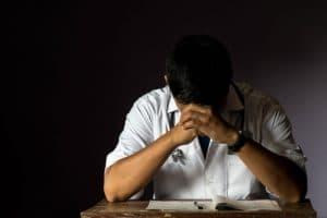 מה לעשות במקרה של רשלנות רפואית בניתוח בקע מפשעתי?! | תמונה: Freepik